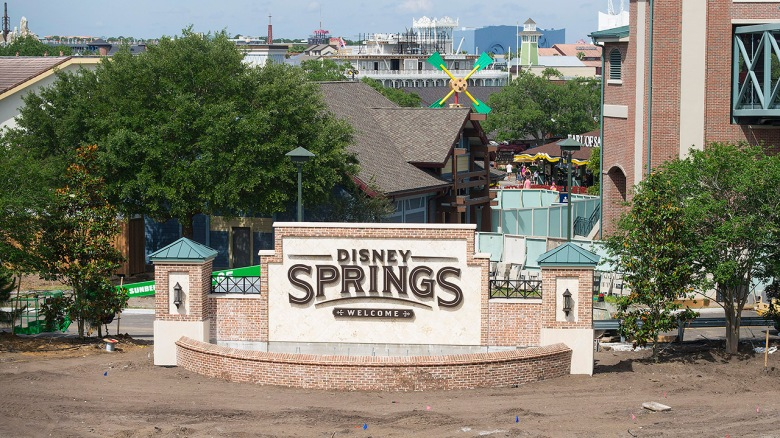 disney-springs-marquee-sign