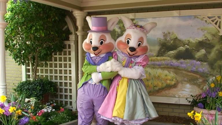 Sr.-e-Sra.-Coelhinho-de-Páscoa-em-Walt-Disney-World-768x432.jpg